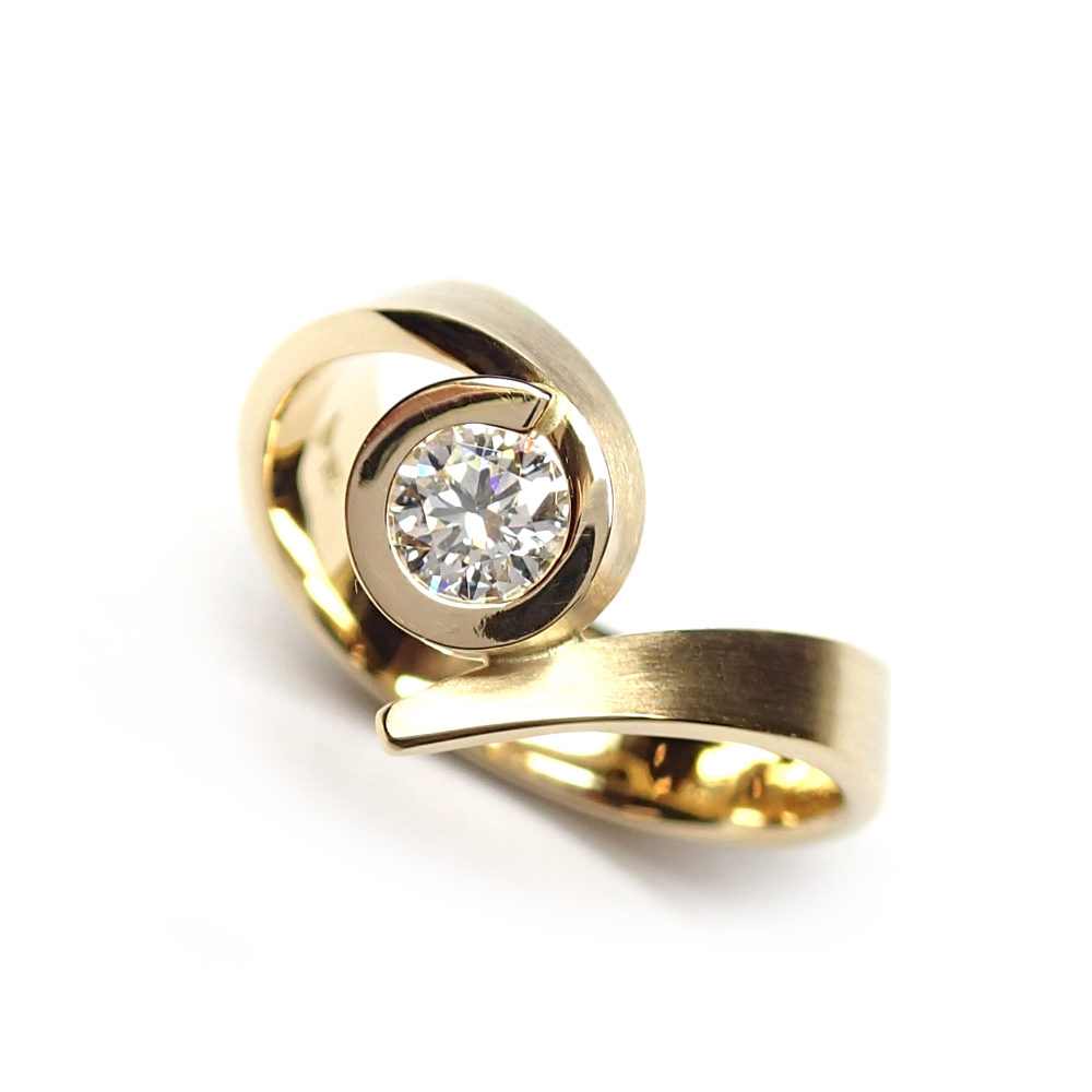 an 18 carat gold ring with one brilliant-shaped diamond