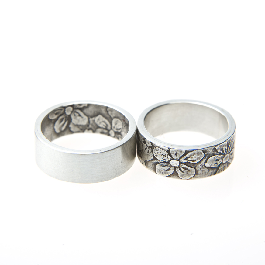 silver wedding rings with flowers