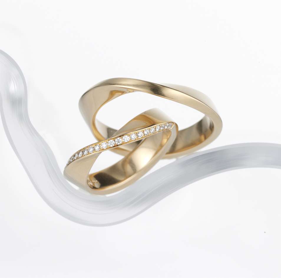 elegant golden wedding rings