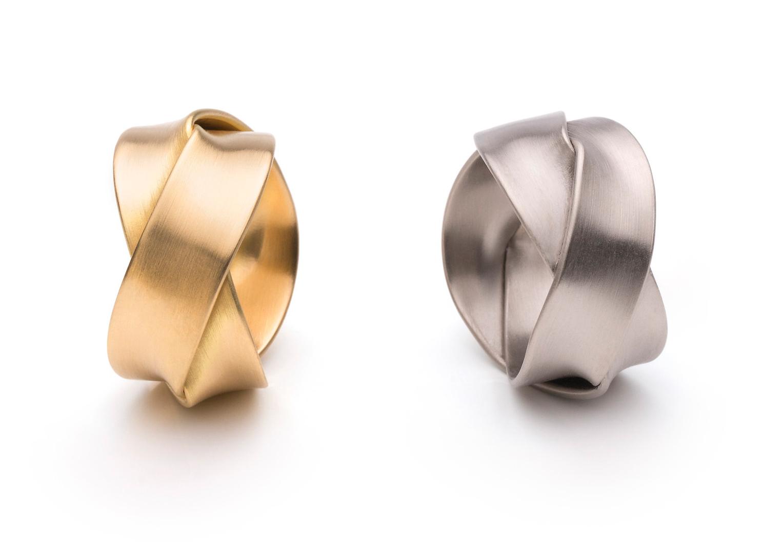 gevlochten gouden en zilveren ringen