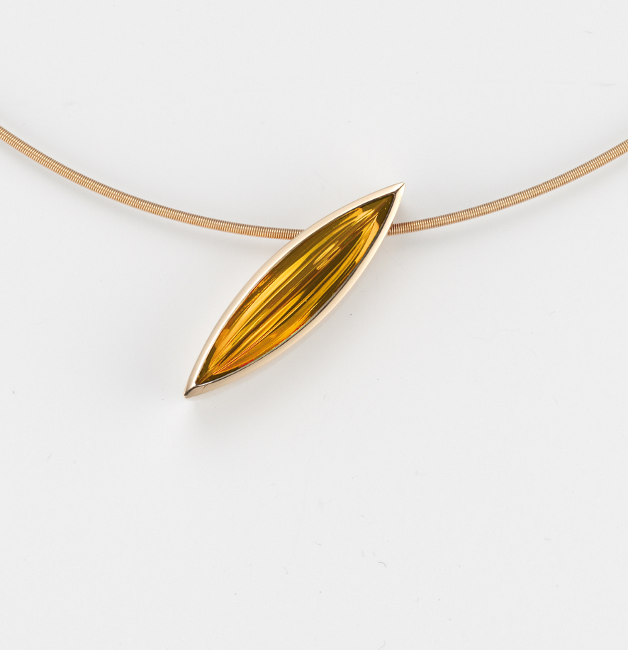18 carat yellow gold pendant with beautifully cut natural citrine
