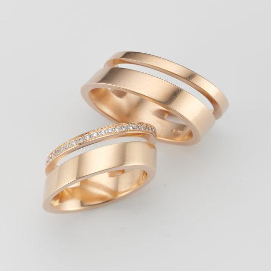 elegant wedding rings in 18 carat gold