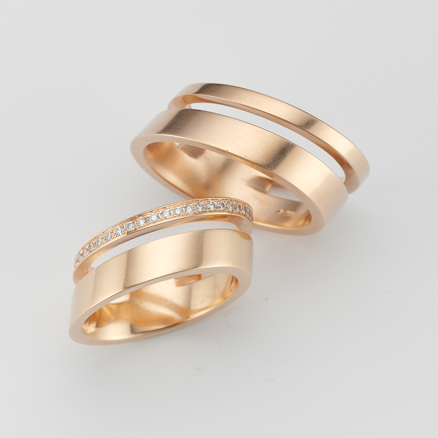 elegant wedding rings in 18 carat gold