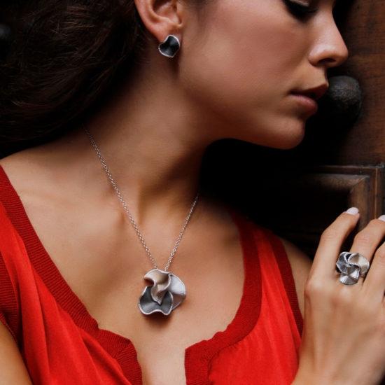 """ring, hanger en oorstekers uit de """"Sultana"""" collectie"""