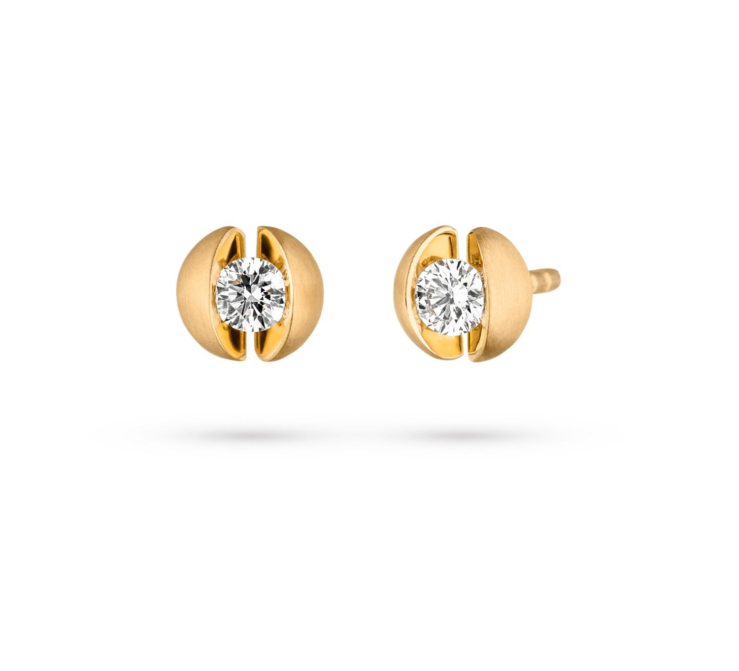 18 carat semi-spherical yellow gold earrings with a diamond between two smooth reflective surfaces.