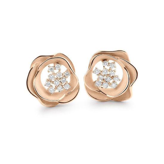 18 carat gold, stylised, flower-shaped earstuds with a group of diamonds in the centre.